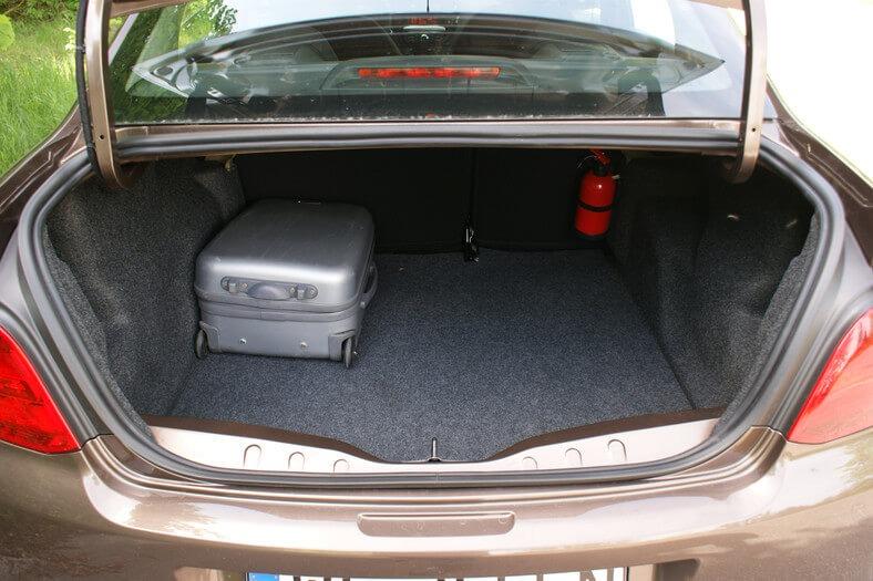 Peugeot 301 wynajem samochodów warszawa