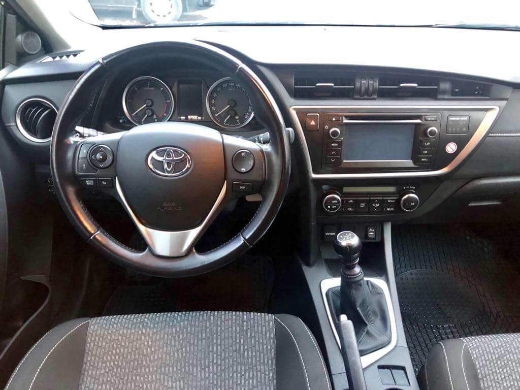 Toyota Auris wynajem samochodów warszawa
