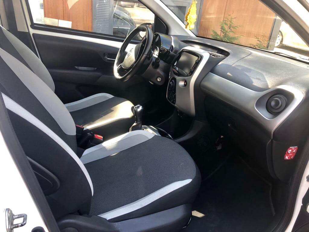Toyota Aygo wynajem samochodow warszawa