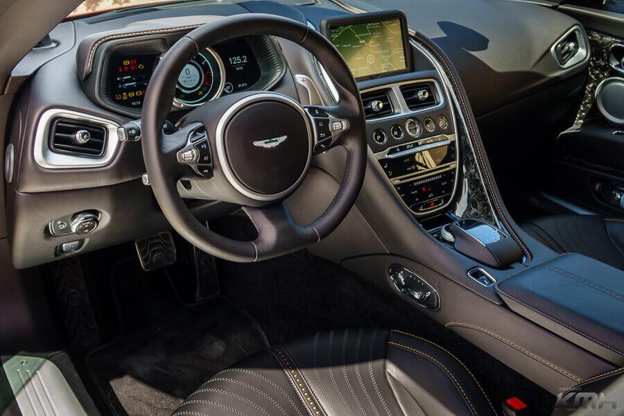 Aston Martin Vanquish wynajem samochodów warszawa 3