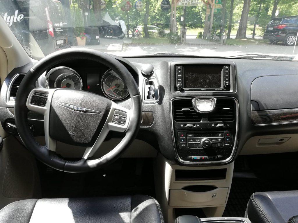 Chrysler Voyager wynajem samochodów warszawa 12