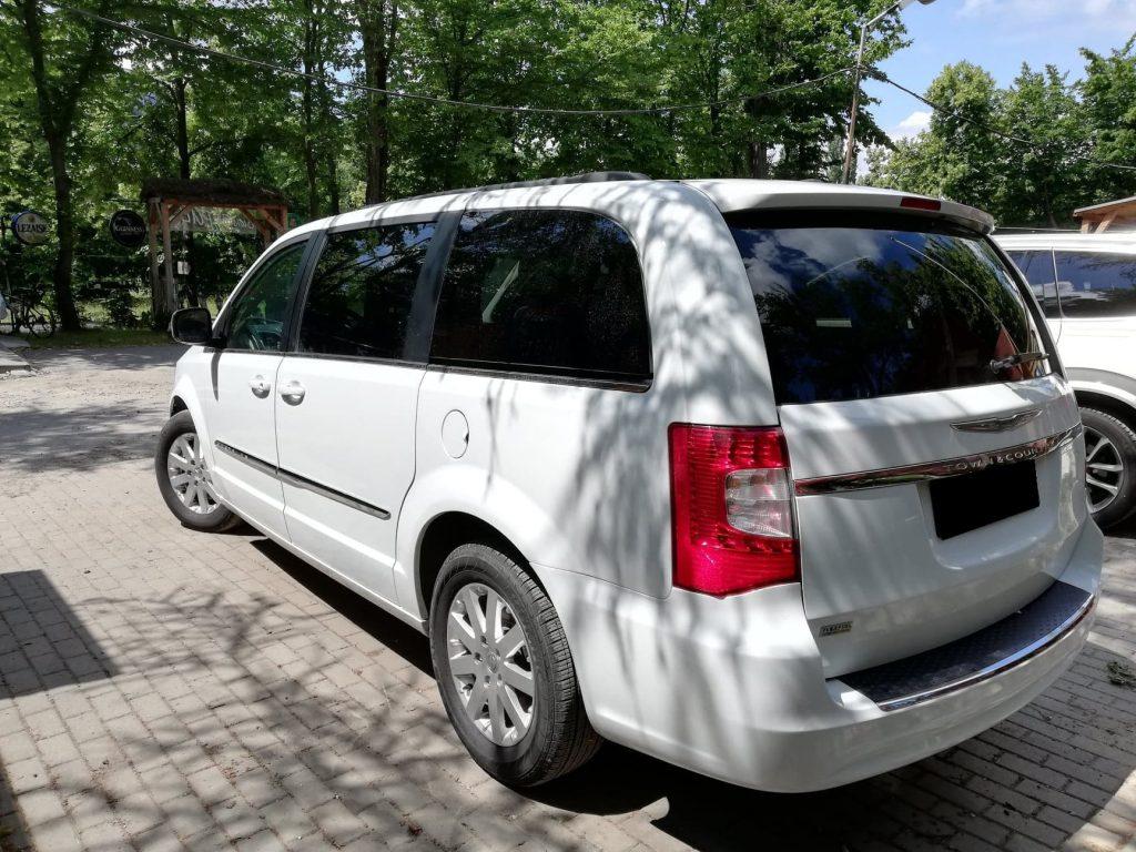 Chrysler Voyager wynajem samochodów warszawa 3