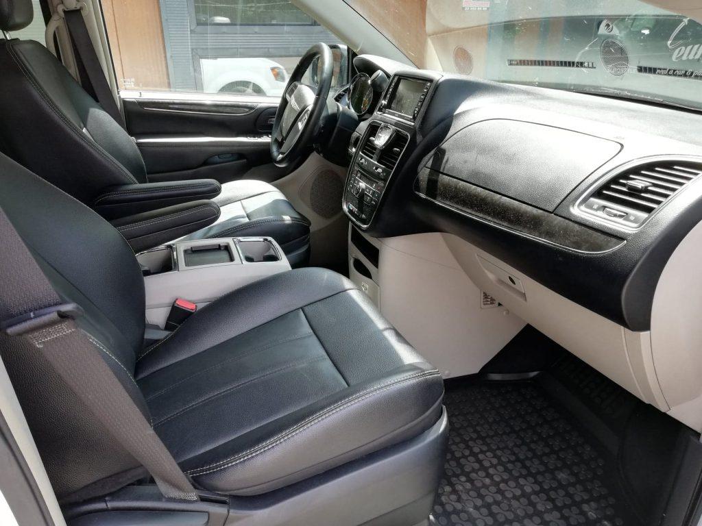 Chrysler Voyager wynajem samochodów warszawa 9