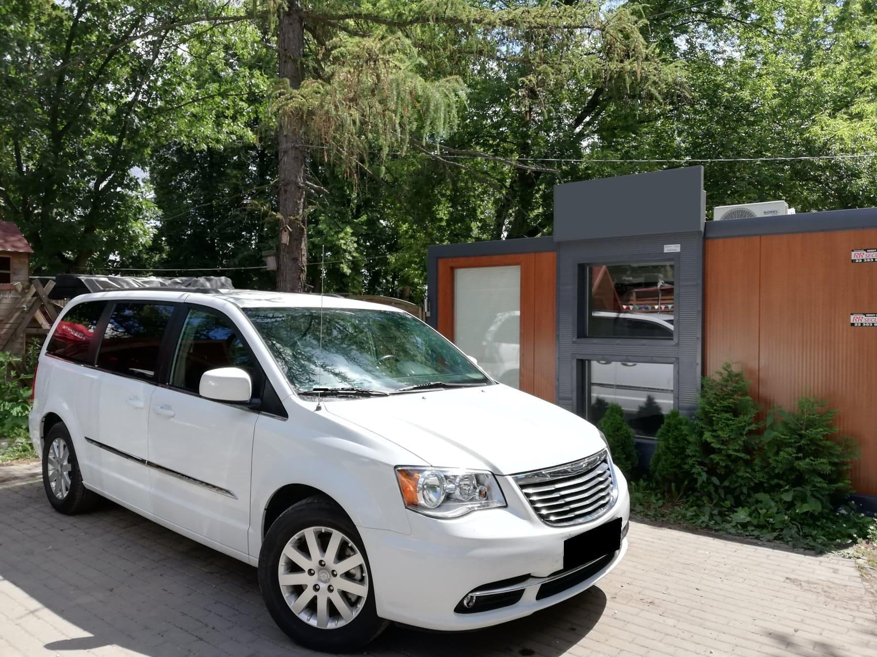 Chrysler Voyager wynajem samochodów warszawa