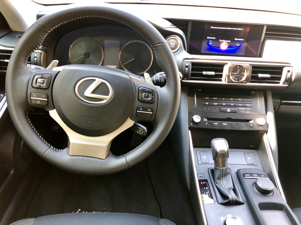 LEXUS IS wynajem samochodów warszawa 8