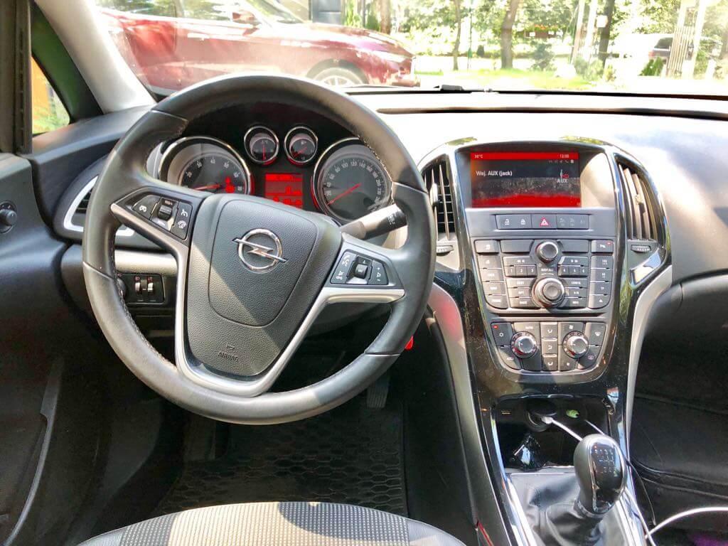 Opel Astra wynajem samochodów warszawa