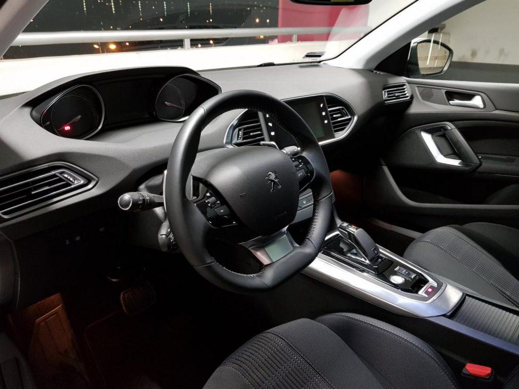 Peugeot 308 wynajem samochodow warszawa4