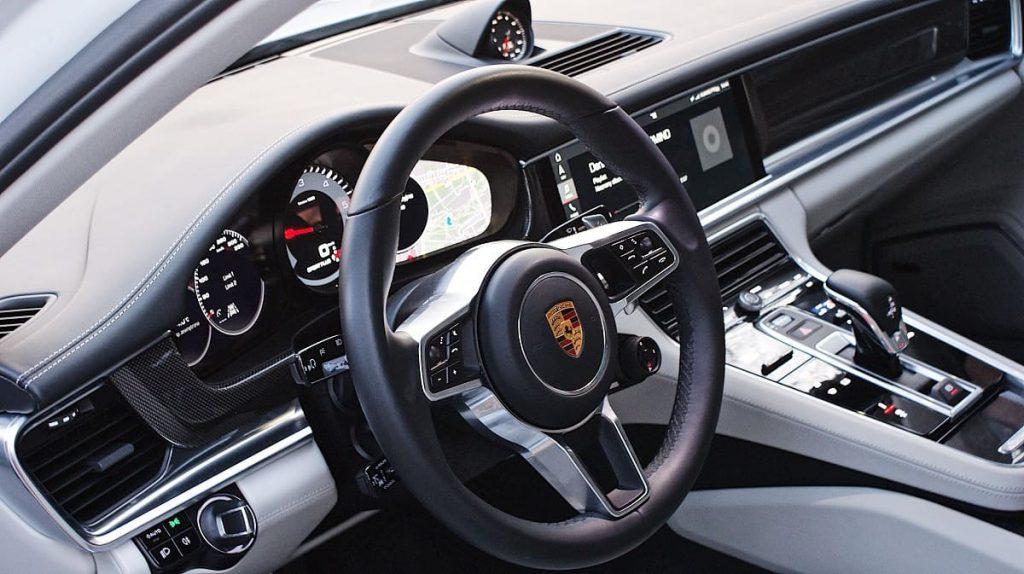 Porsche Panamera 4S wynajem samochodów warszawa 12