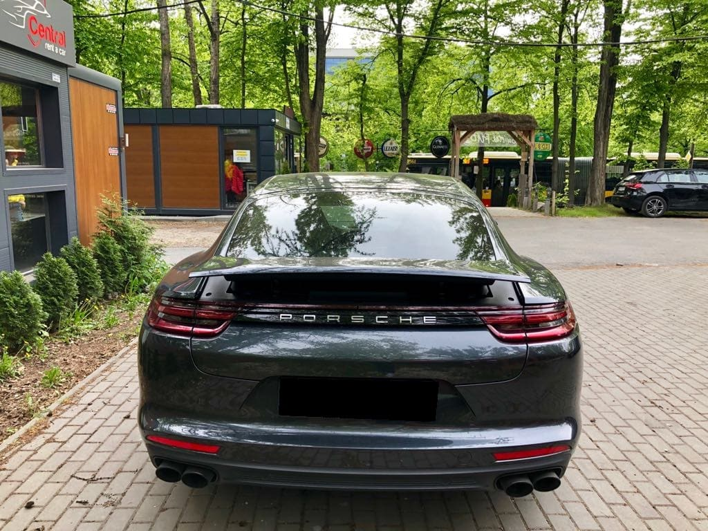 Porsche Panamera 4S wynajem samochodów warszawa 3