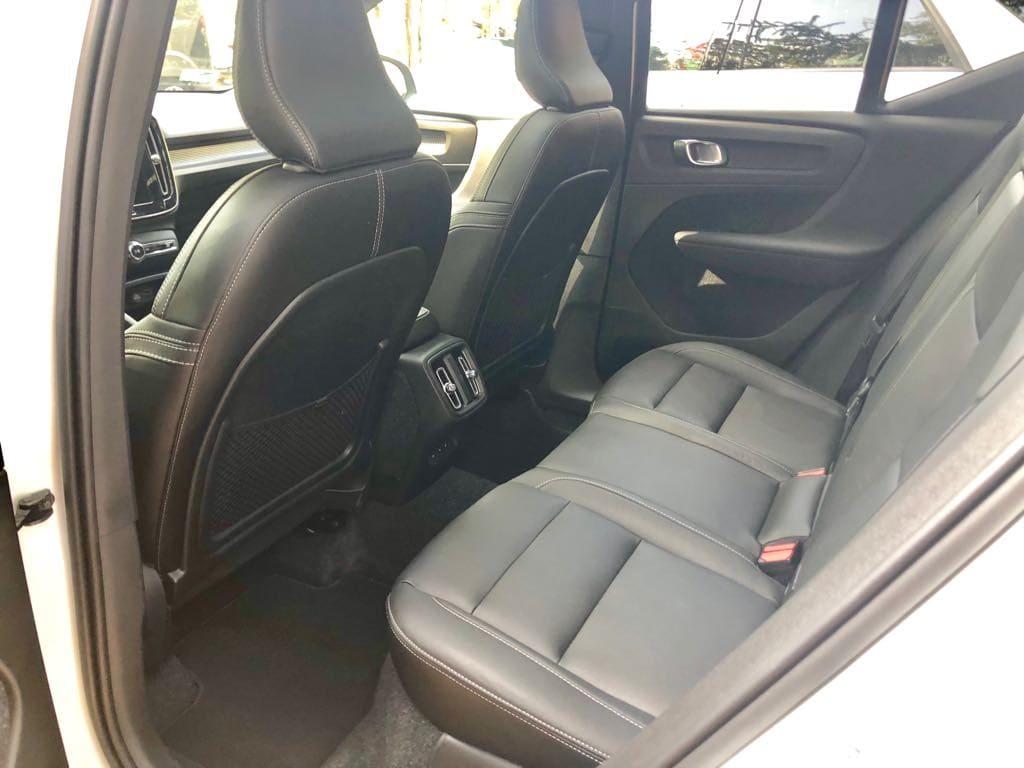 Volvo XC40 wynajem samochodów warszawa 10