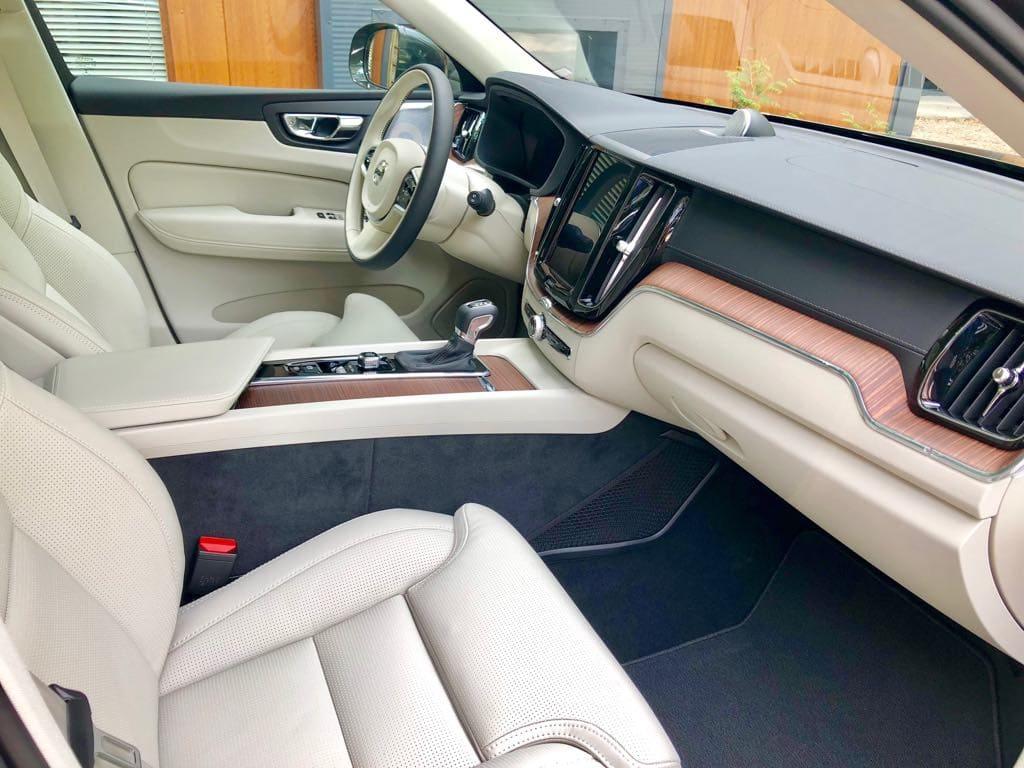 Volvo XC60 wynajem samochodów warszawa 10