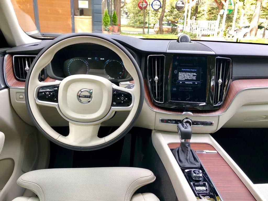 Volvo XC60 wynajem samochodów warszawa 7