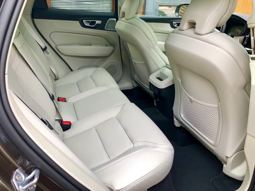 Volvo XC60 wynajem samochodów warszawa 8